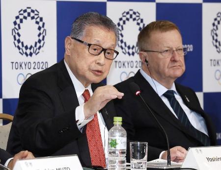 東京五輪・パラリンピック組織委の森喜朗会長(左)