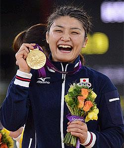伊調3連覇、小原も金 女子レスリングは「ジャパンデー」
