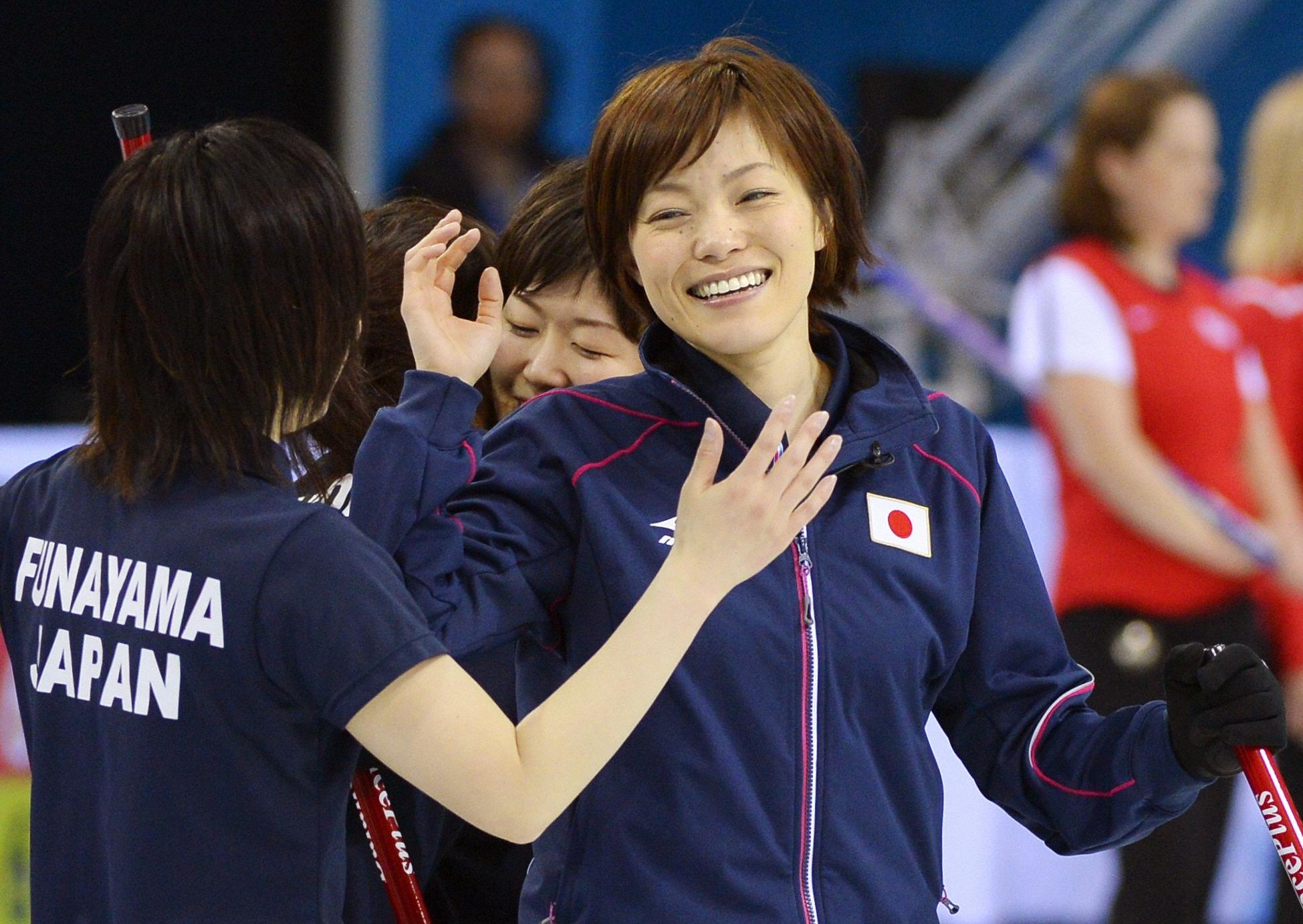 踏ん張った日本 連敗脱し4強に望みつなぐ 女子カーリング