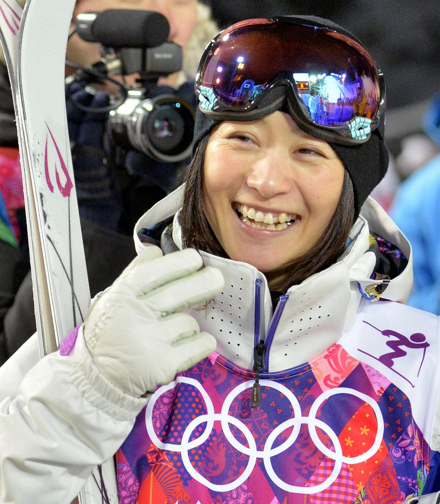 上村予選7位、悲願のメダルへ フィギュア団体、羽生見事な初陣