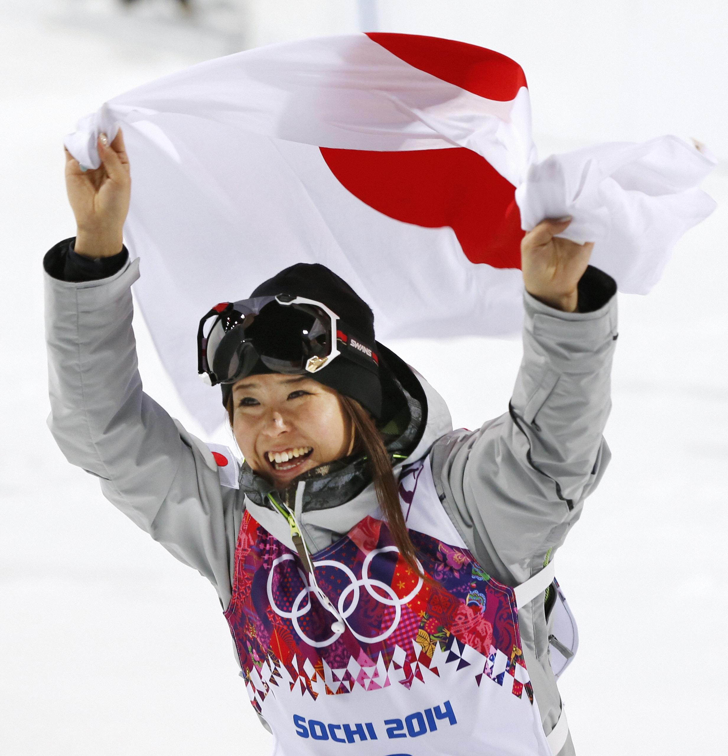 小野塚が銅メダル Fスキー女子ハーフパイプ 日本、海外最多のメダル8個に