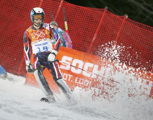 湯浅、無念の途中棄権 骨折から1カ月の復帰 スキー男子回転