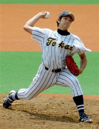 帝京大を相手にリーグ通算30勝目を完封で飾った菅野智之投手(2011年5月6日、東京・大田スタジアム、共同)