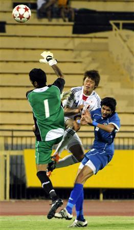 クウェートとの第2戦で日本は酒井宏が先制ゴールを決めた。後半に逆転を許したものの、2戦の合計点で上回ったため最終予選進出となった(クウェート、共同)