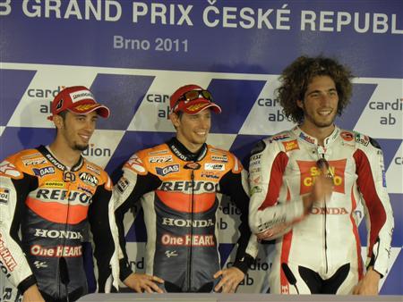チェコGPで表彰台を独占したホンダ勢。ドヴィツィオーゾ、ストーナー、シモンチェッリ(左から)