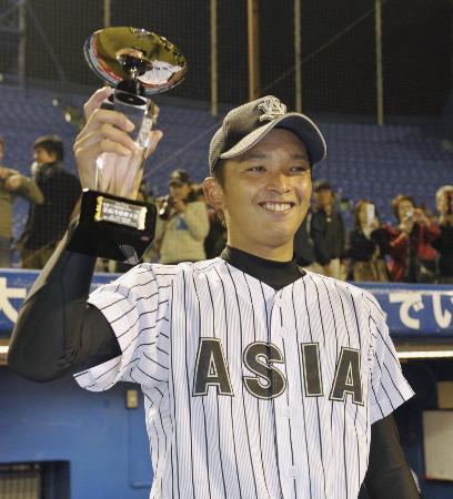 昨秋の東都大学野球リーグ MVPに選ばれた東浜