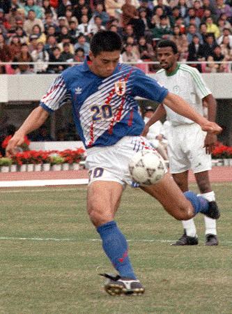 アジアカップサッカー決勝 日本―サウジアラビア、三浦の左からのセンタリングをFW高木が左足シュートでゴールを決める