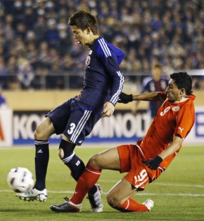 日本―バーレーン 後半、先制ゴールを決める扇原