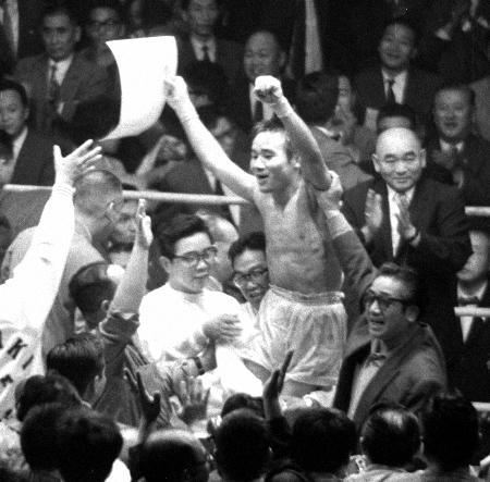 1962年10月の世界フライ級タイトルマッチで王座に就いたファイティング原田