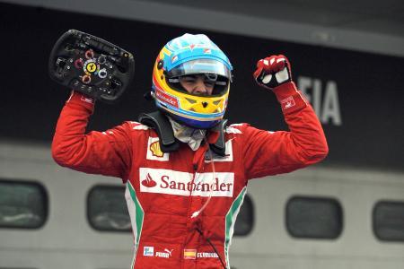 F1第2戦マレーシアGPで優勝し、喜ぶアロンソ ferrari