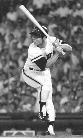 868本の本塁打を積み上げた巨人・王貞治さんの一本足打法(1977年9月、共同)