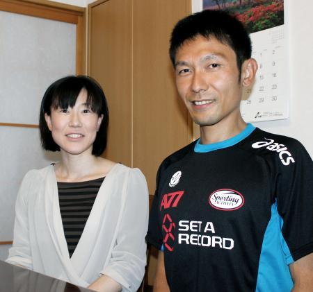 夫の敦之選手を支え続ける元アスリートの美保さん(左)(6月23日、星田裕美子撮影)