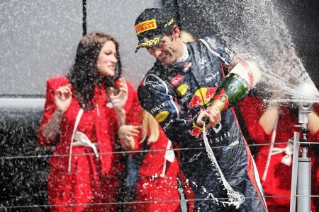 イギリスGPで優勝し、契約延長が発表されたウェバー Red Bull