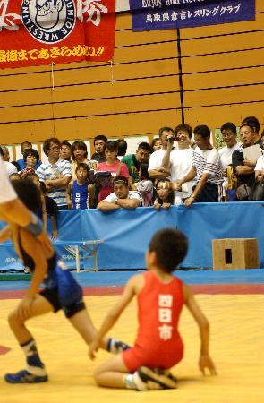 全国でレスリング教室を開催し、青少年の健全な肉体と精神づくりを目指している高田延彦