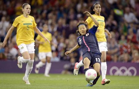 日本―ブラジル 前半、先制ゴールを決める大儀見=3日、ミレニアムスタジアム(共同)