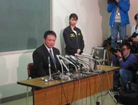 辞任会見で園田前監督は質問に丁寧に答えた