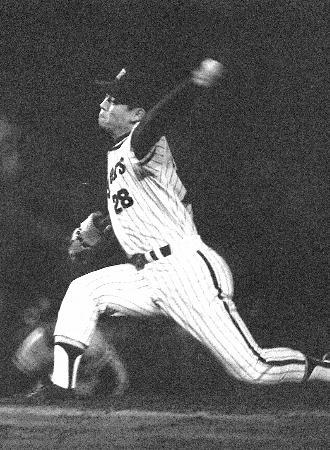 阪神時代に投球する江夏、1970年5月30日撮影