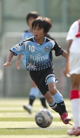 バルセロナ出発直前、当時所属していた川崎フロンターレU12の練習試合に参加した久保建英くん(川崎フロンターレ提供)