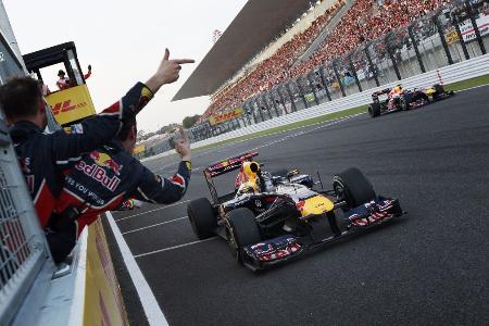2011年の日本GPで3位に入り総合2連覇を果たしたフェテル Red Bull