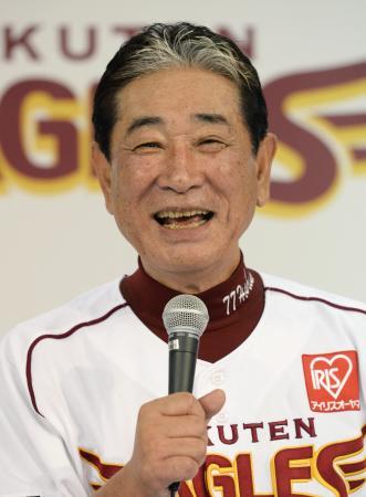 日本一に輝き、記者会見で笑顔を見せる楽天・星野監督=3日夜、Kスタ宮城