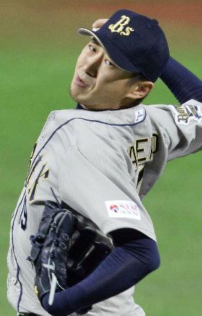 力投するオリックスのエース金子千尋(2013年9月24日のソフトバンク戦、共同)
