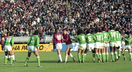 ACミランとナシオナルがクラブ世界一を競った国立競技場=1989年12月