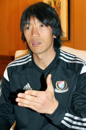 インタビューに答える横浜Mの中村俊輔