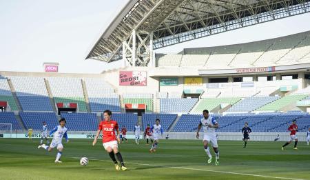 浦和サポーターが差別的な横断幕を掲げた問題で、Jリーグ史上初めて無観客で行われたJ1浦和―清水戦=23日午後、埼玉スタジアム