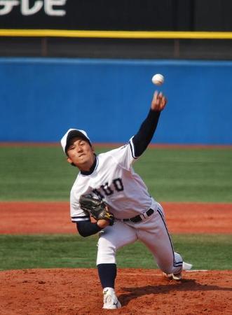 亜大2回戦で先発した中大の島袋は、制球がままならず2回途中で降板した。(2014年4月8日、中嶋巧記者撮影)