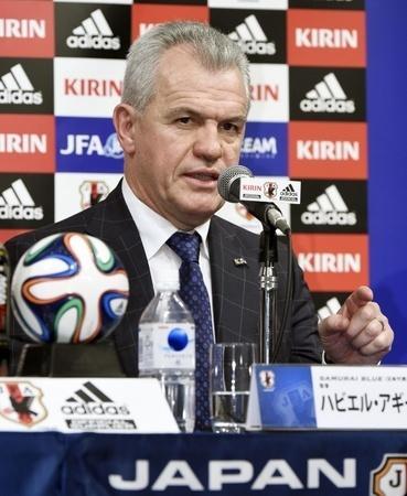 サッカーの日本代表監督に就任し、記者会見するハビエル・アギーレ氏=11日午後、東京都内のホテル