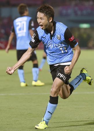 川崎―C大阪 後半、自身2点目のゴールを決め、駆けだす川崎・小林=等々力