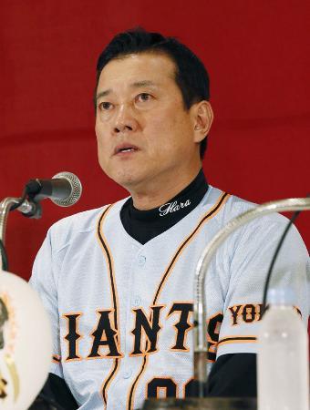 リーグ優勝を果たし、記者会見する巨人・原監督=26日夜、横浜市内のホテル