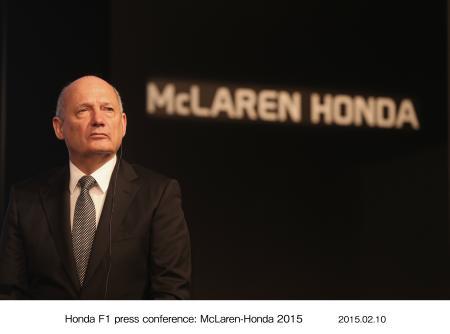 10日にホンダが東京の本社で行った記者会見に出席したロン・デニス=HONDA