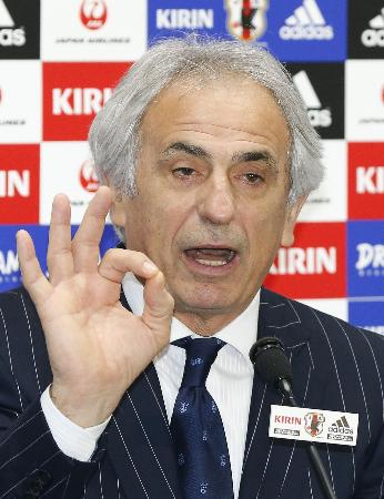 ウズベキスタンに大勝し、記者会見するハリルホジッチ監督=3月31日、味スタ