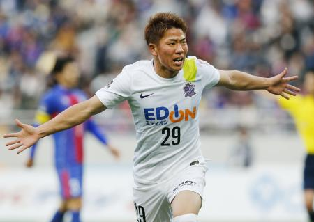 FC東京―広島 後半、決勝ゴールを決め喜ぶ広島・浅野=味スタ