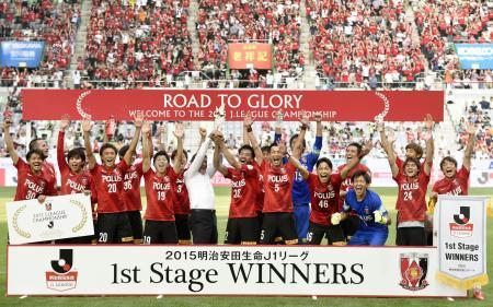 J1第1ステージで優勝を決め、喜ぶ浦和イレブン=20日、ノエビアスタジアム神戸