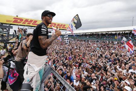優勝したハミルトン人気に加え、様々な営業努力の結果、満員となった英国GP=Mercedes AMG