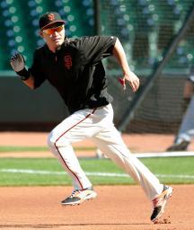 出場登録され、試合前に走塁練習をするジャイアンツ・青木=サンフランシスコ(共同)