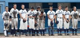 大阪大会の準々決勝で大体大浪商に敗れたPL学園ナイン=28日午前、大阪市の舞洲スタジアム