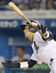 8回ロッテ1死、田村が左中間に満塁本塁打を放つ=QVC