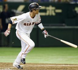 9回巨人1死満塁、坂本が左越えにサヨナラの2点二塁打を放つ=東京ドーム
