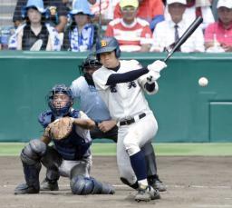 鹿児島実―北海 5回表鹿児島実2死一、二塁、橋本が左中間に2点三塁打を放つ。捕手渡辺翔=甲子園