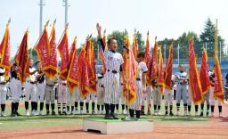 第35回全日本学童軟式野球大会の開会式で、選手宣誓する有馬フレンズの大城琉里主将=神宮