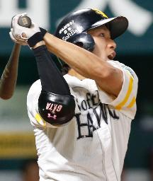 9回ソフトバンク2死一、二塁、柳田が右中間に逆転サヨナラ本塁打を放つ=ヤフオクドーム