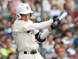 広島新庄―早実 9回表早実2死満塁、渡辺が右前に決勝打を放つ=甲子園