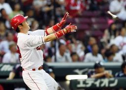 3回広島1死、新井が左中間に満塁本塁打を放つ=マツダ