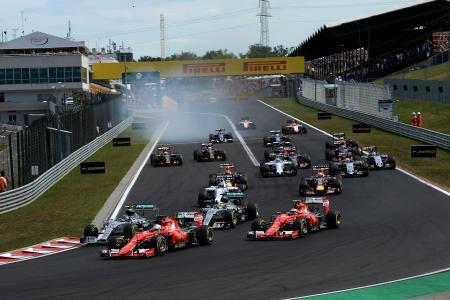 ハンガリーGPで、好スタートを切って予選3番手からトップに立ったベッテル。今後はこのような場面がしばしば見られるのか=Ferrari