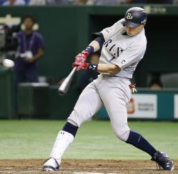 3回オリックス2死三塁、糸井が左前に先制打を放つ=東京ドーム