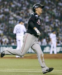 4回、2ランを放ち、一塁へ向かうロッテ・清田=西武プリンスドーム