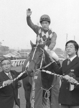 1976年4月の皐月賞を制したトウショウボーイと池上昌弘騎手